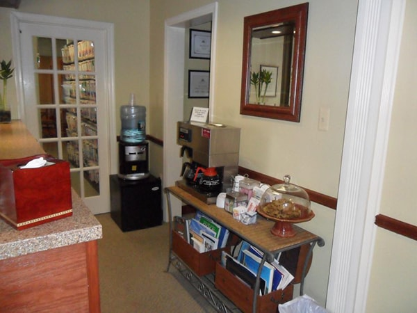 Take the virtual office tour. This is the waiting room of Distinctive Dentistry. We offer spring water, coffee station, fresh baked treats and a variety of magazines and books to make your visit enjoyable.